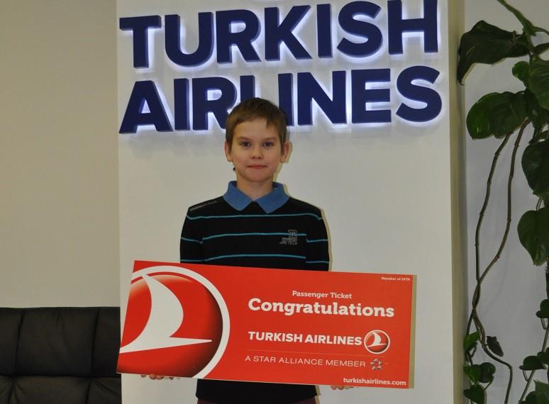 Laimīgais Epadomi konkursa uzvarētājs saņem balvu no Turkish Airlines. Jauku lidojumu!