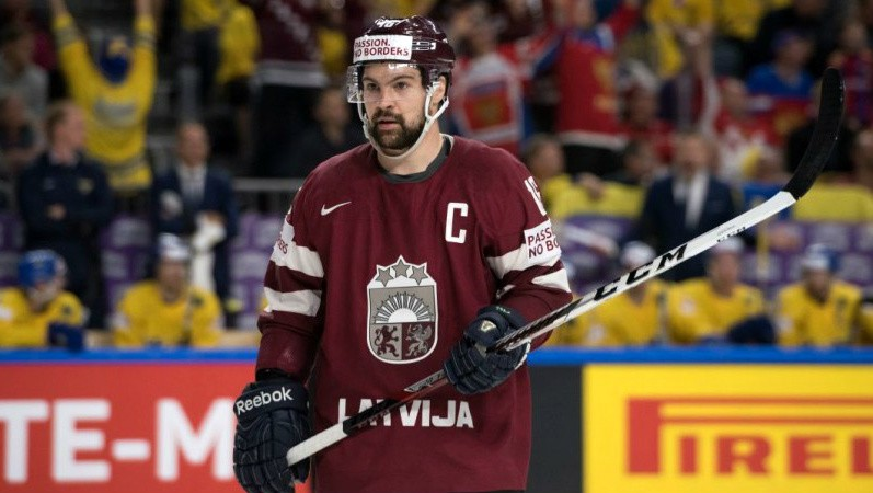 """Epidemiologs: """"Skatītāji tribīnēs pasaules čempionātā hokejā būtu brīnums"""""""