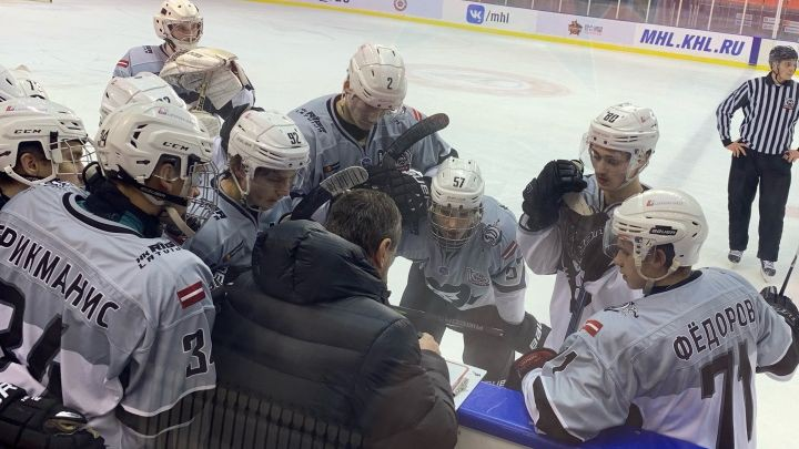 """HK """"Rīga"""" sāk spēli septiņos no rīta un trešo reizi sezonā zaudē MHL pastarītei"""