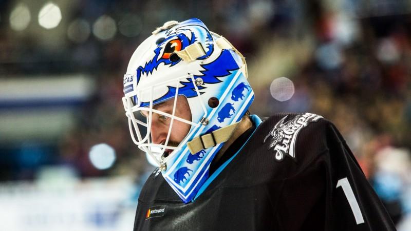 """Minskas """"Dinamo"""" atlaiž KHL Zvaigžņu spēlē iebalsoto pamatvārtsargu Enrūtu"""