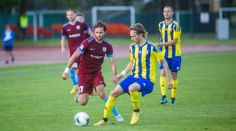 Cīņa par pirmo vietu starp mirstīgajiem - šovakar spēles Daugavpilī un Jelgavā
