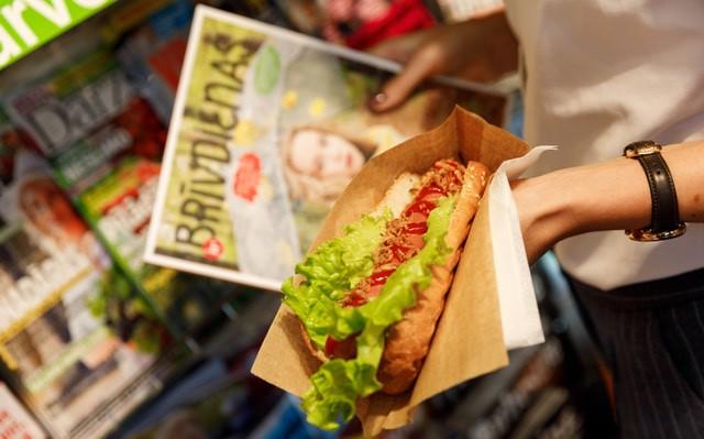 9 baušļi, kā pieklājīgi ēst hotdogu