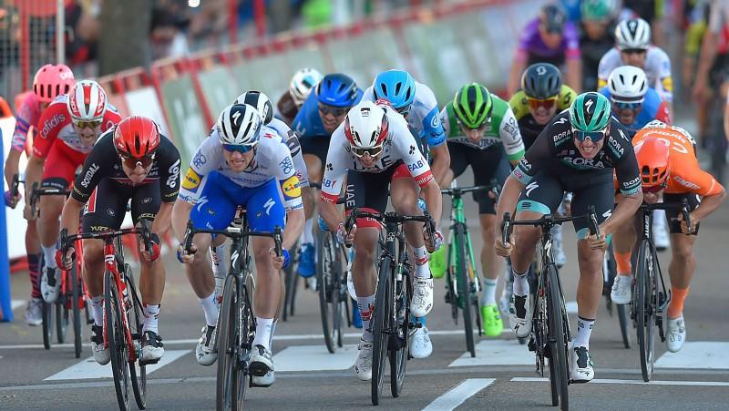 """""""Vuelta"""" posma uzvarētāju Benetu soda par Liepiņa aizskaršanu, latvietim 13. vieta"""