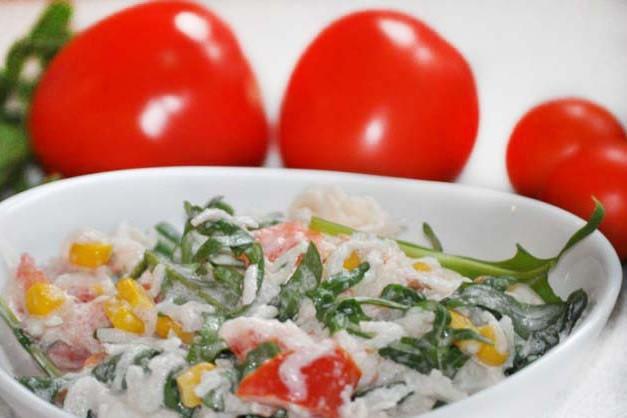 Svaigie salāti ar balto redīsu un rukolu