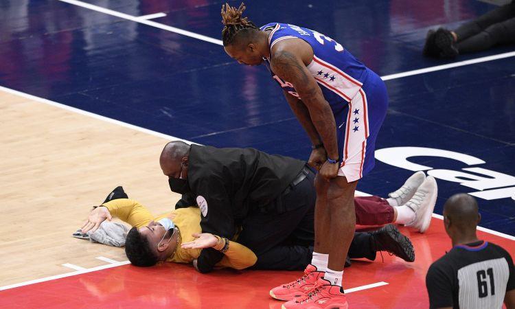NBA fanu incidenti turpinās ar ''Wizards'' līdzjutēja uzskriešanu laukumā (+video)