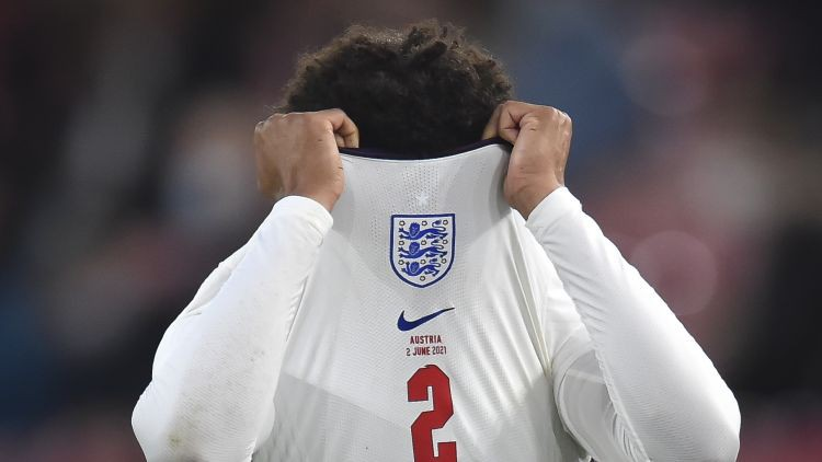 Anglijai savainojums pirmajā pārbaudes spēlē – Aleksandram-Ārnoldam finālturnīrs ies secen