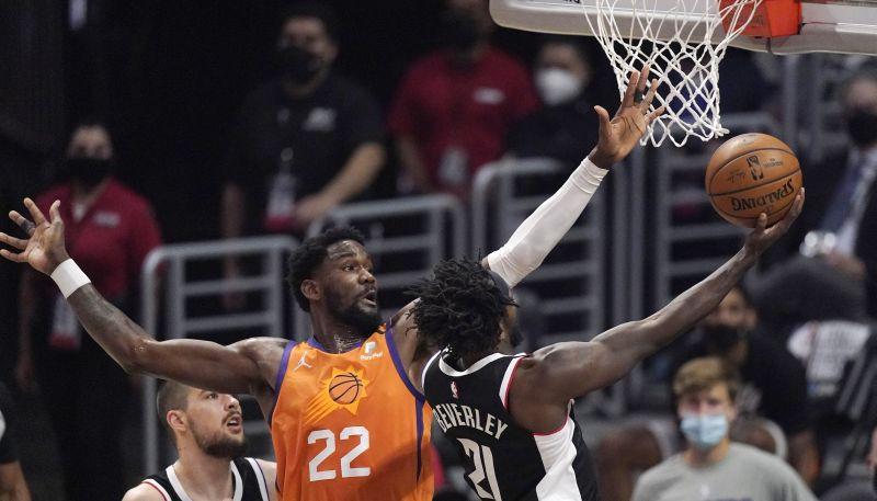 """Eitonam 19+22+4, """"Suns"""" uzvar un nonāk viena soļa attālumā no NBA fināla"""
